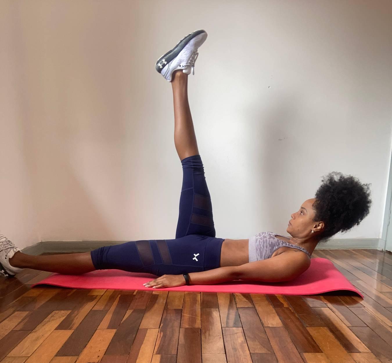 ejercicios abdominales mujer en casa